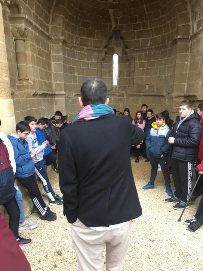 Alumnado del IES Rey Don García de Nájera visita el Centro del Románico de Treviana 3