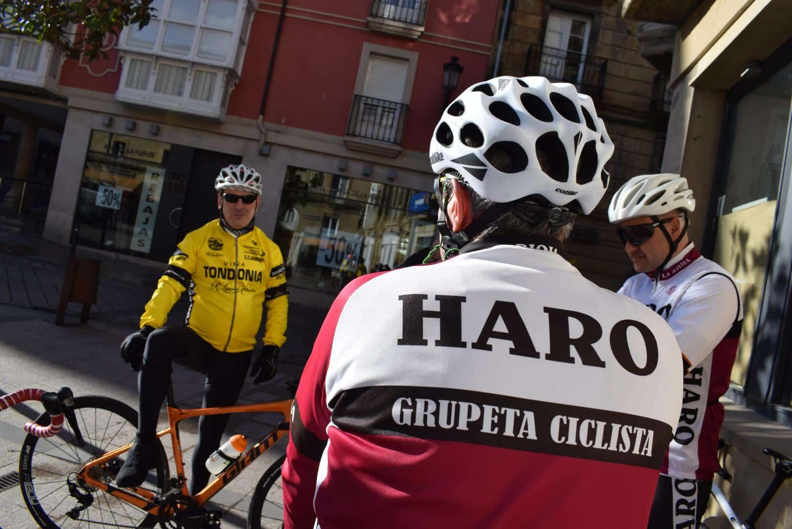 El pelotón del Club Ciclista Harense se echa a la carretera 1