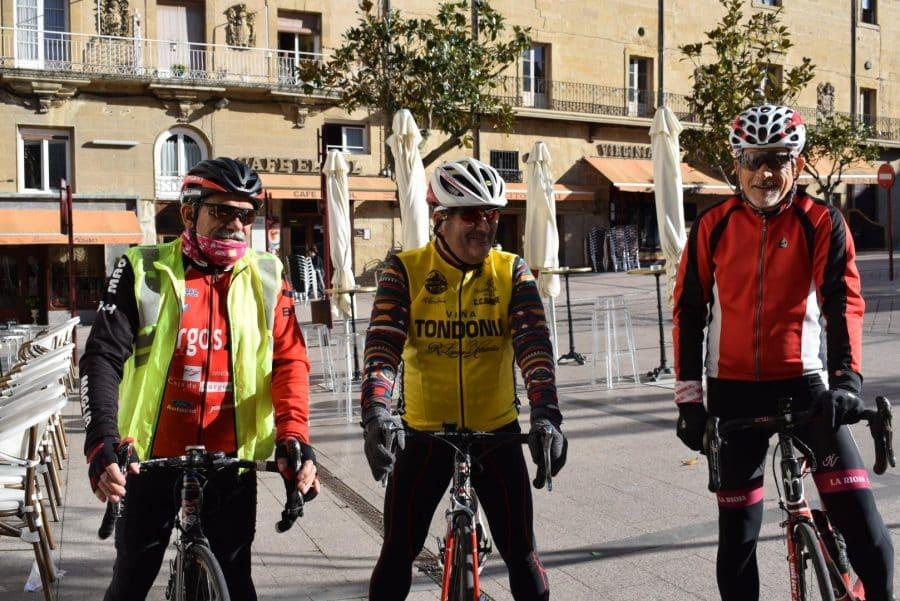 El pelotón del Club Ciclista Harense se echa a la carretera 10