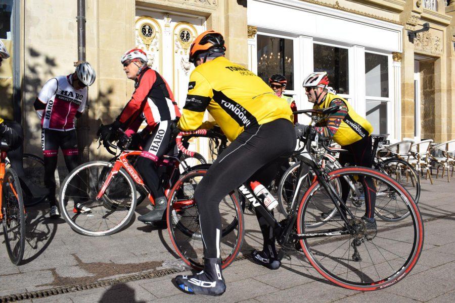 El pelotón del Club Ciclista Harense se echa a la carretera 11