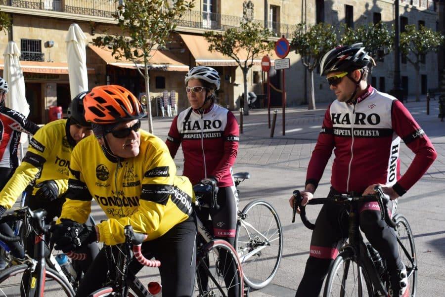 El pelotón del Club Ciclista Harense se echa a la carretera 13