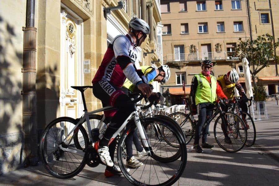 El pelotón del Club Ciclista Harense se echa a la carretera 14