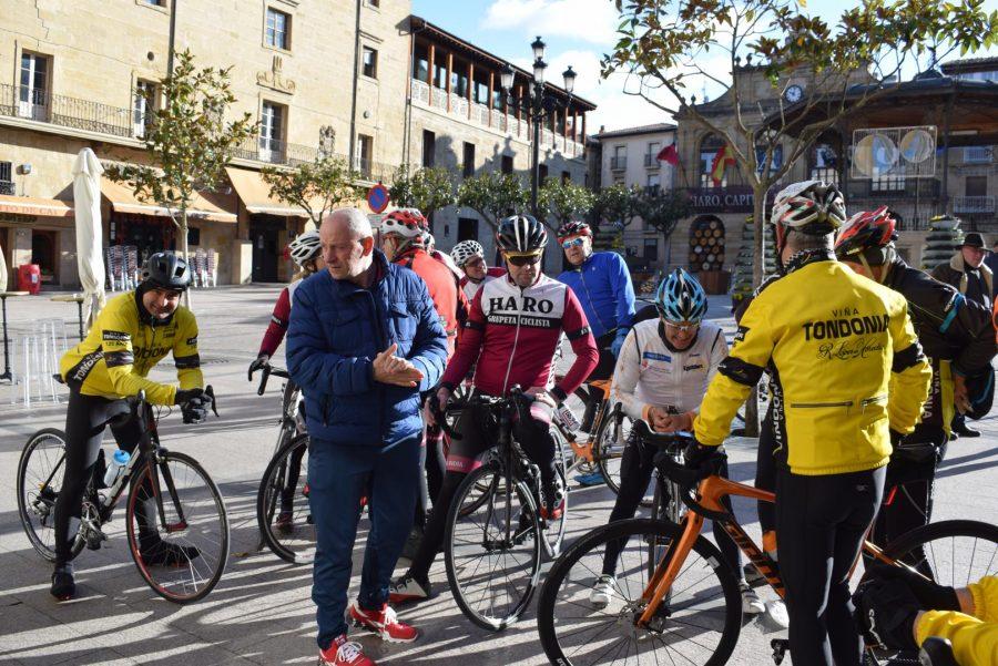 El pelotón del Club Ciclista Harense se echa a la carretera 15