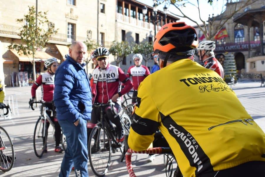 El pelotón del Club Ciclista Harense se echa a la carretera 16