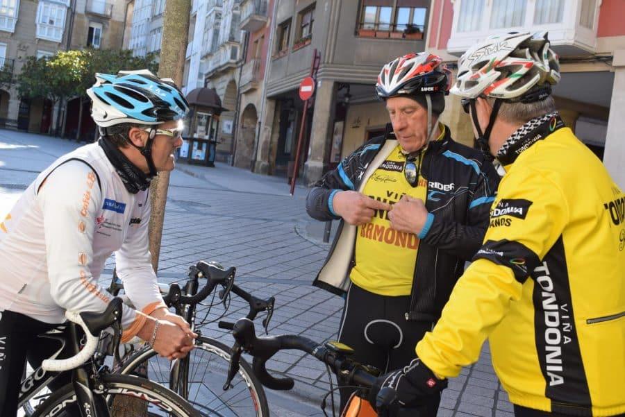 El pelotón del Club Ciclista Harense se echa a la carretera 17
