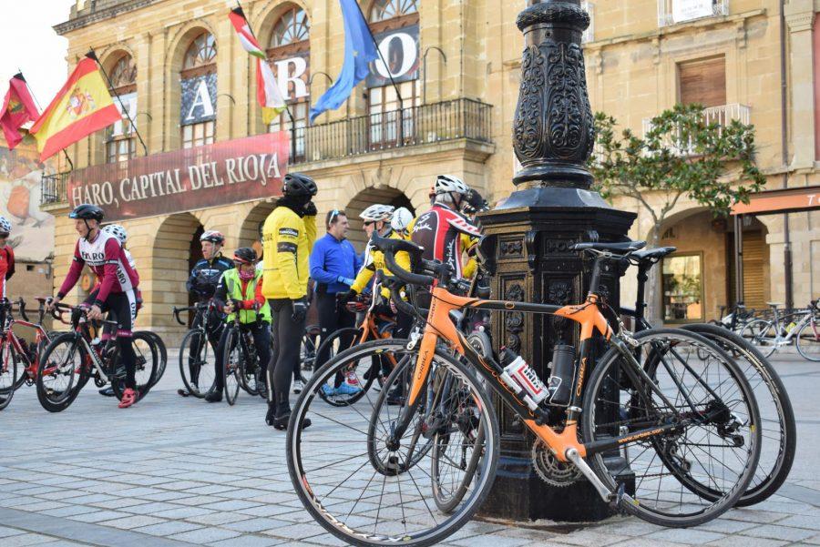 El pelotón del Club Ciclista Harense se echa a la carretera 2