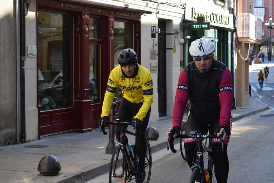 El pelotón del Club Ciclista Harense se echa a la carretera 6
