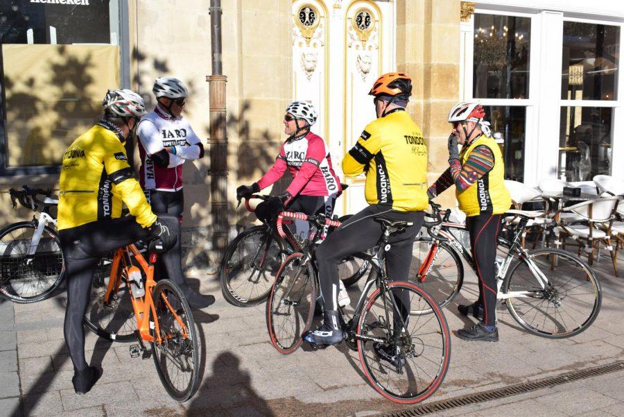 El pelotón del Club Ciclista Harense se echa a la carretera 9