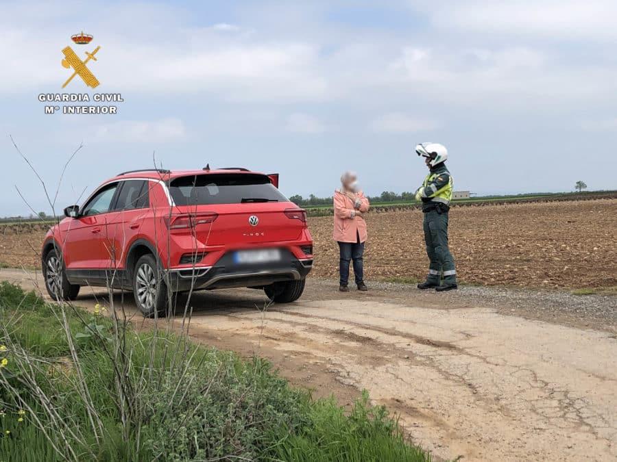 La Guardia Civil en La Rioja auxilia a una mujer de 74 años que sufrió una avería cuando volvía de la farmacia 3