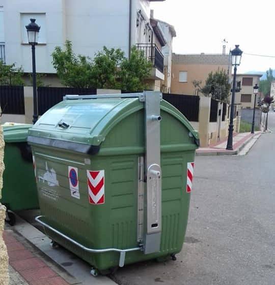 Anguciana renueva más de 70 contenedores de recogida de residuos 2