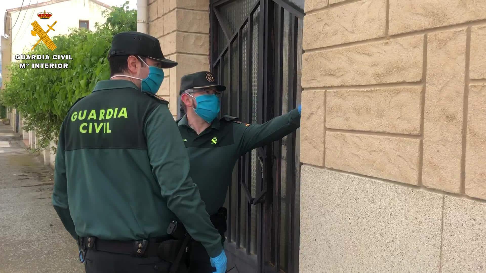 La Guardia Civil colabora en la entrega de deberes y tablets a los niños de Santo Domingo de la Calzada 1