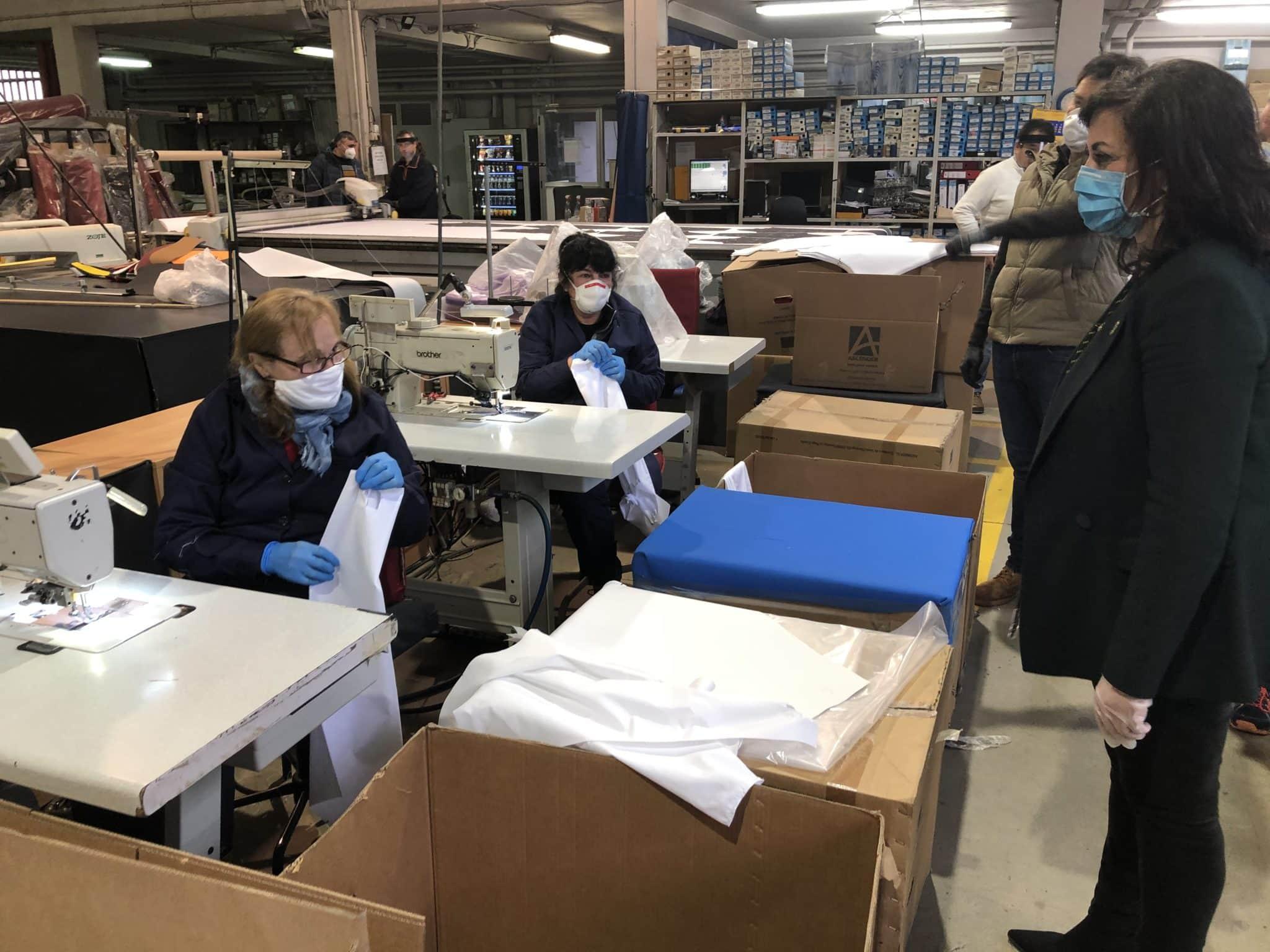 La presidenta Andreu visita en Ezcaray las empresas productoras de 50.000 delantales para uso sanitario 5