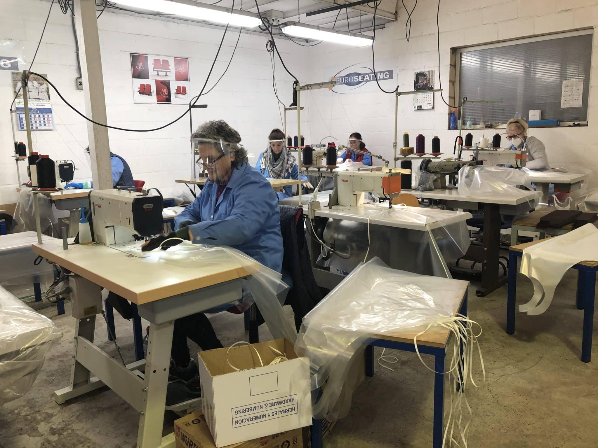 La presidenta Andreu visita en Ezcaray las empresas productoras de 50.000 delantales para uso sanitario 4