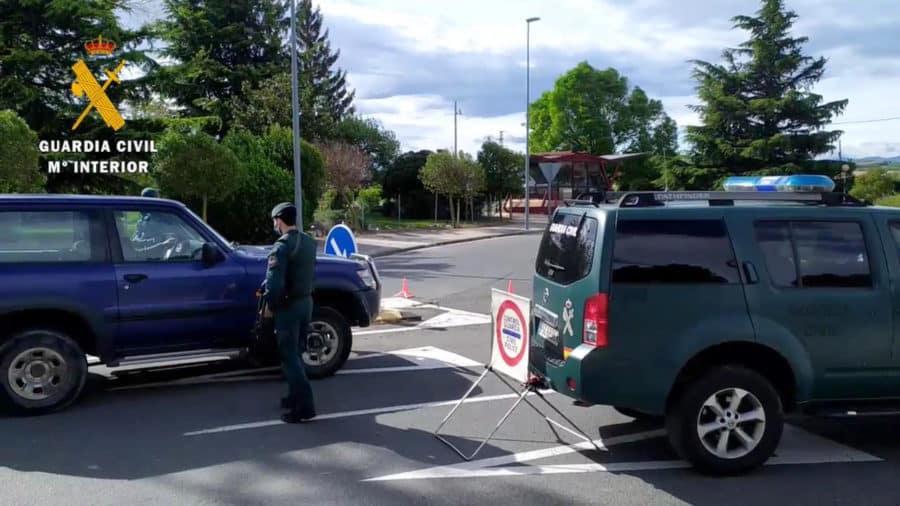 Detenidas dos personas en Alesón por colocar clavos en la carretera para provocar accidentes de tráfico 15
