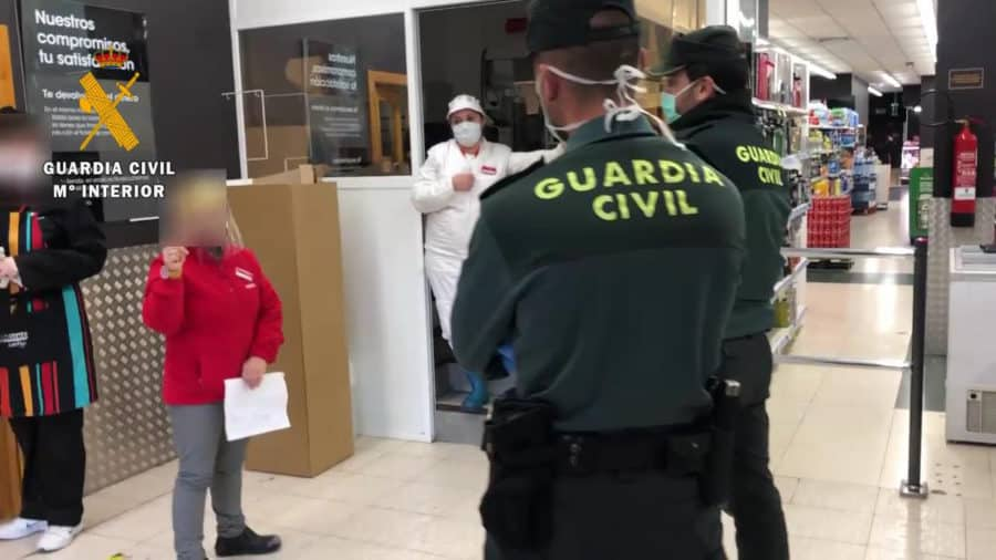 Detenidas dos personas en Alesón por colocar clavos en la carretera para provocar accidentes de tráfico 14