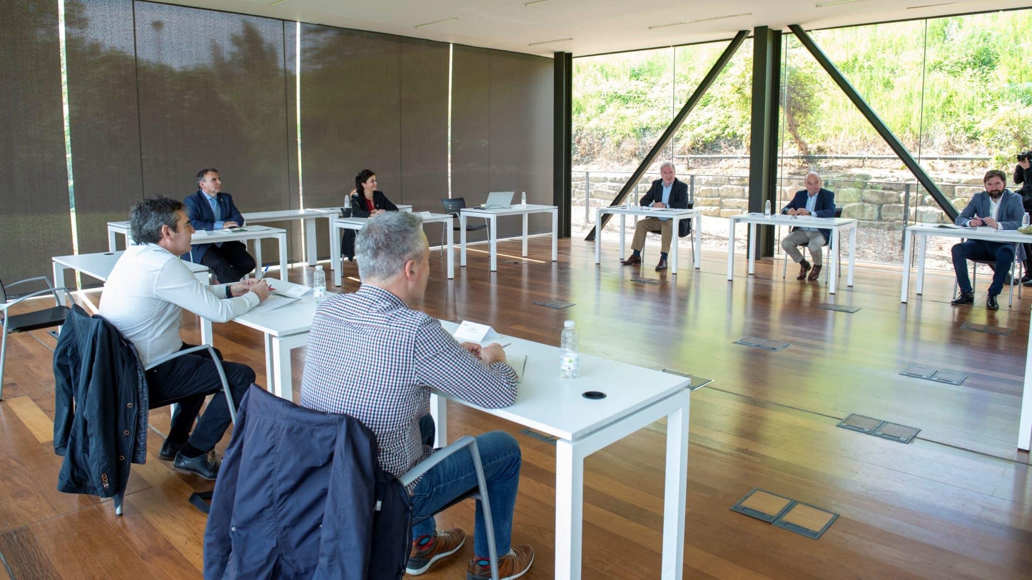 """Gobierno, FER, UGT y CCOO firman un acuerdo para garantizar un """"retorno seguro"""" a la actividad económica en La Rioja 1"""