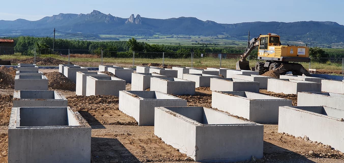 Continúan las obras de ampliación del cementerio de Anguciana 1