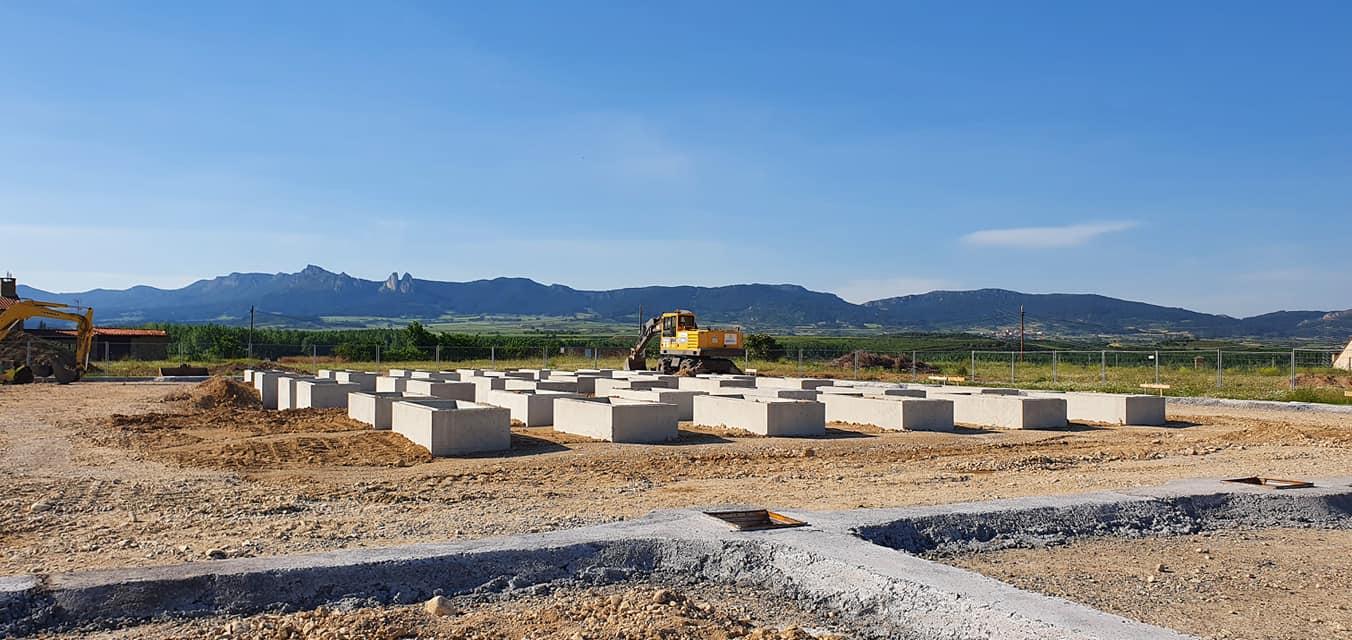 Continúan las obras de ampliación del cementerio de Anguciana 2