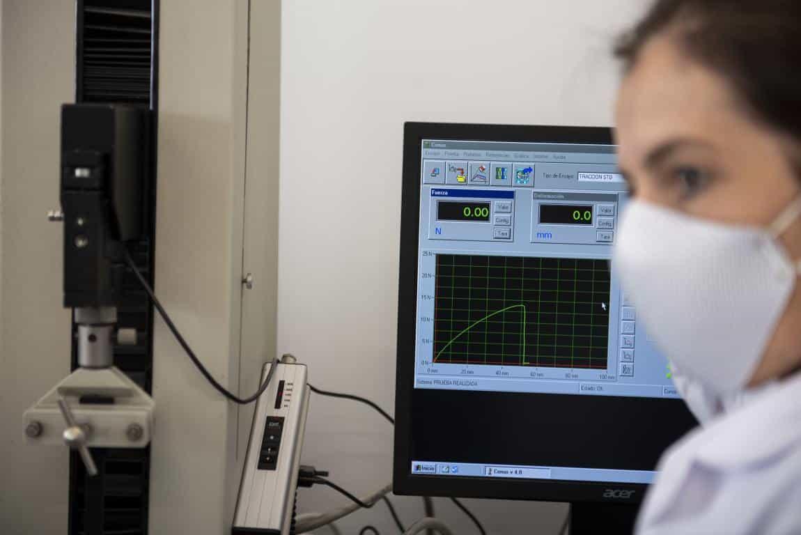 Andreu visita la planta de Arneplant de Arnedo: 160.000 mascarillas al día 4