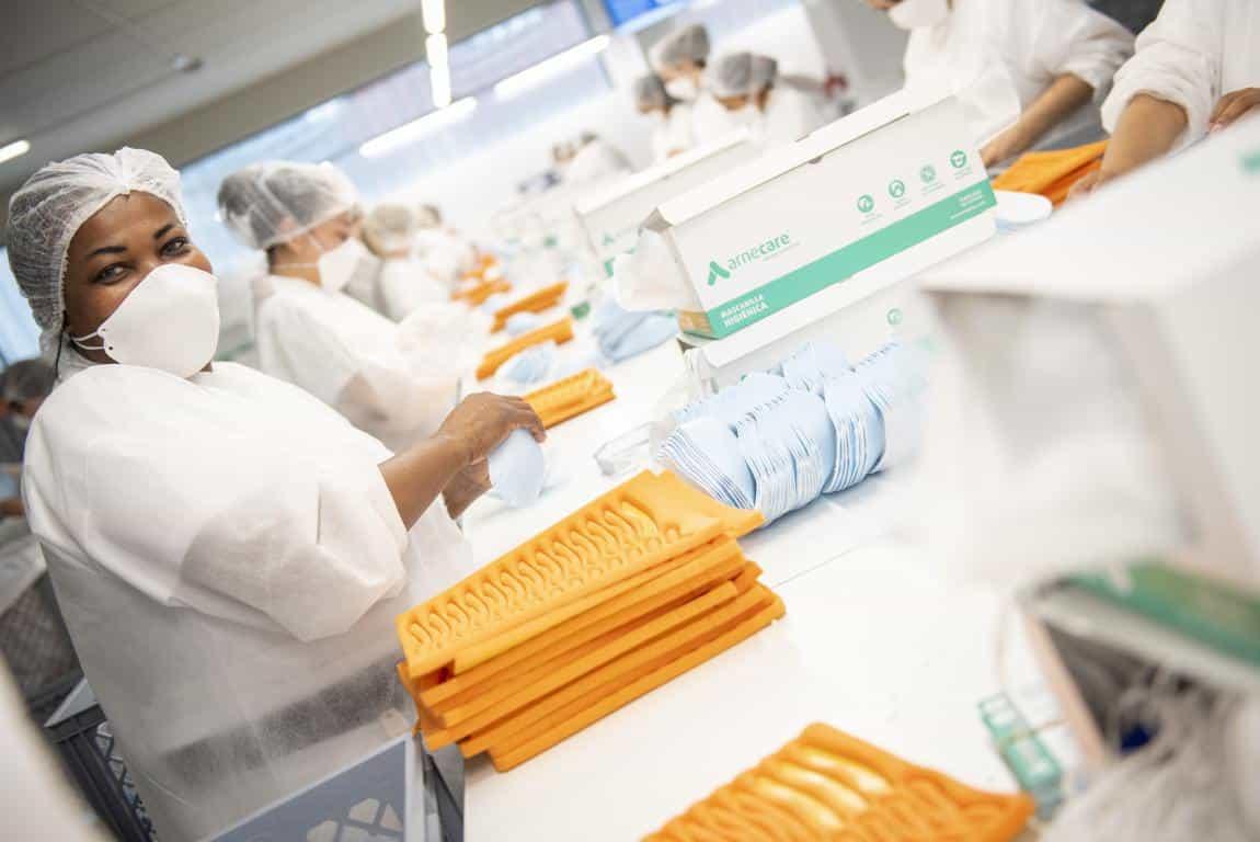 Andreu visita la planta de Arneplant de Arnedo: 160.000 mascarillas al día 6