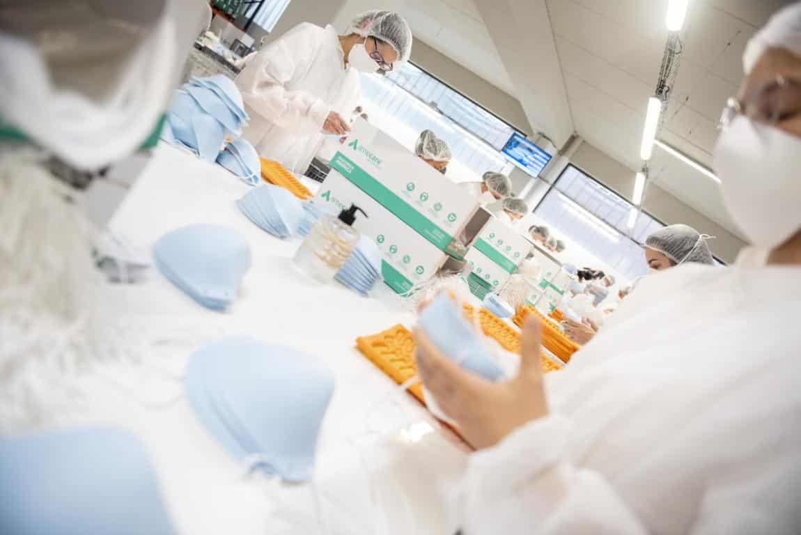Andreu visita la planta de Arneplant de Arnedo: 160.000 mascarillas al día 7