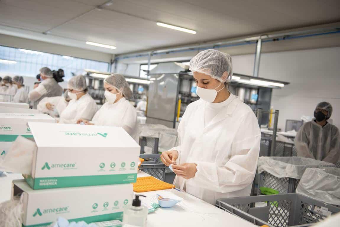 Andreu visita la planta de Arneplant de Arnedo: 160.000 mascarillas al día 8