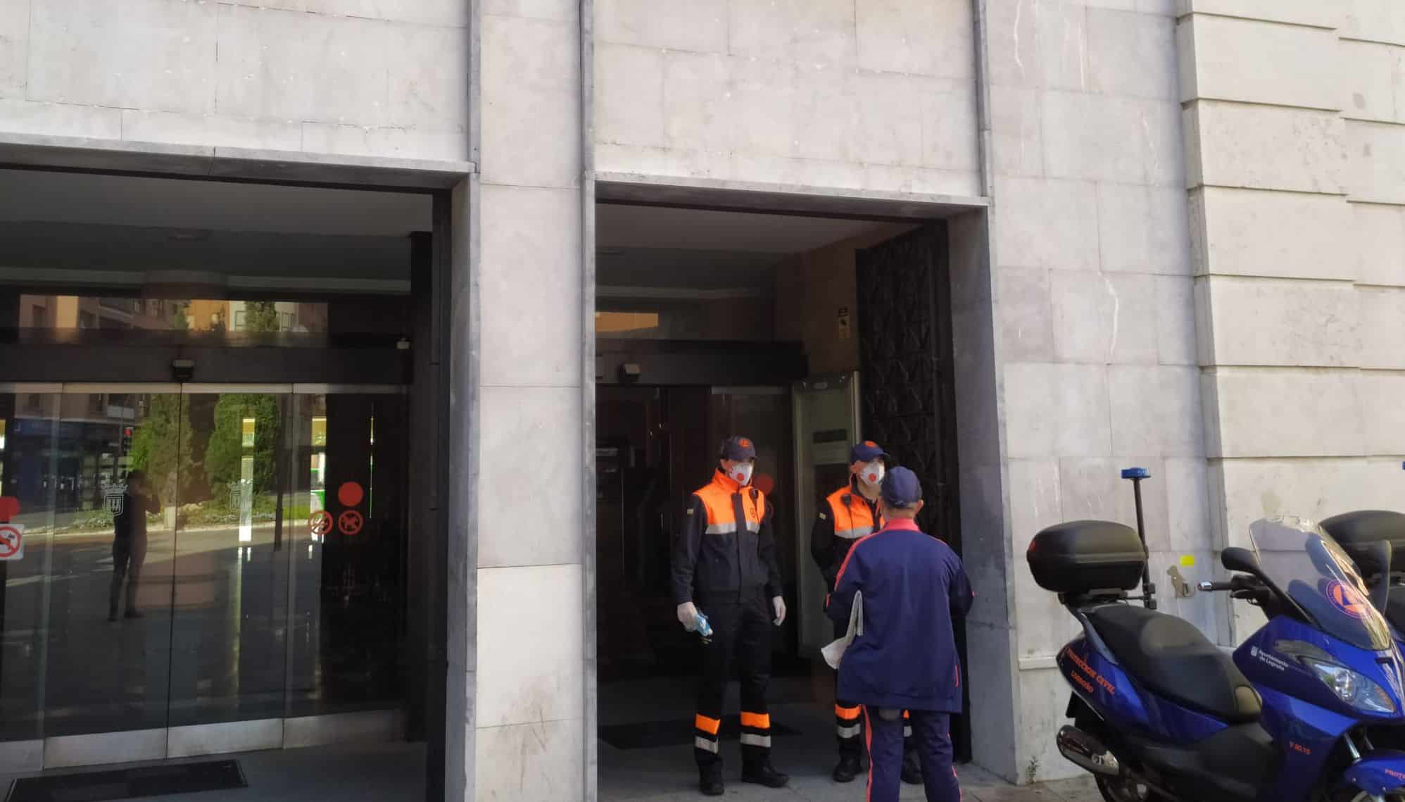 Protección Civil participa en el reparto de mascarillas en Haro y Nájera 2