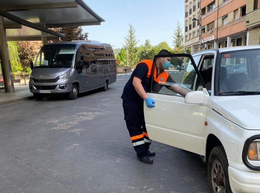 Protección Civil participa en el reparto de mascarillas en Haro y Nájera 7