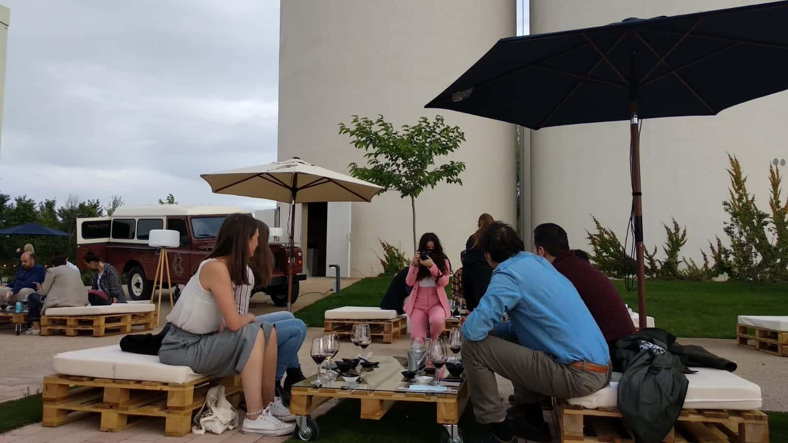 Bodegas Corral lanza su nueva oferta enoturística: terraza con vistas al viñedo y un depósito convertido en sala de catas 7