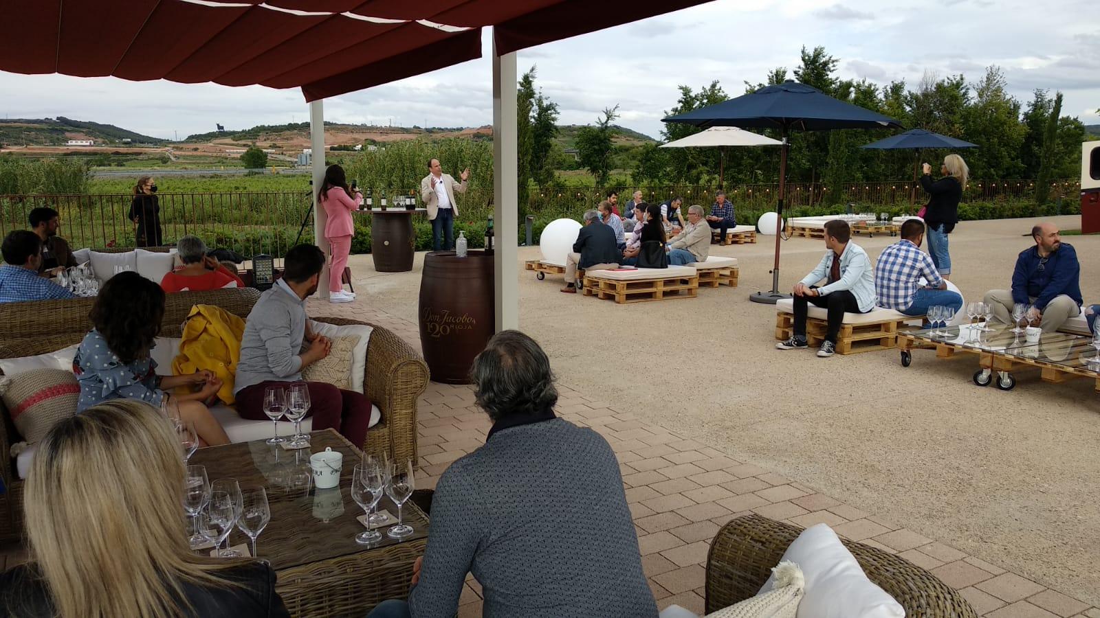 Bodegas Corral lanza su nueva oferta enoturística: terraza con vistas al viñedo y un depósito convertido en sala de catas 3