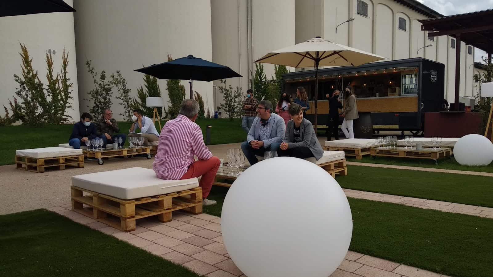 Bodegas Corral lanza su nueva oferta enoturística: terraza con vistas al viñedo y un depósito convertido en sala de catas 4