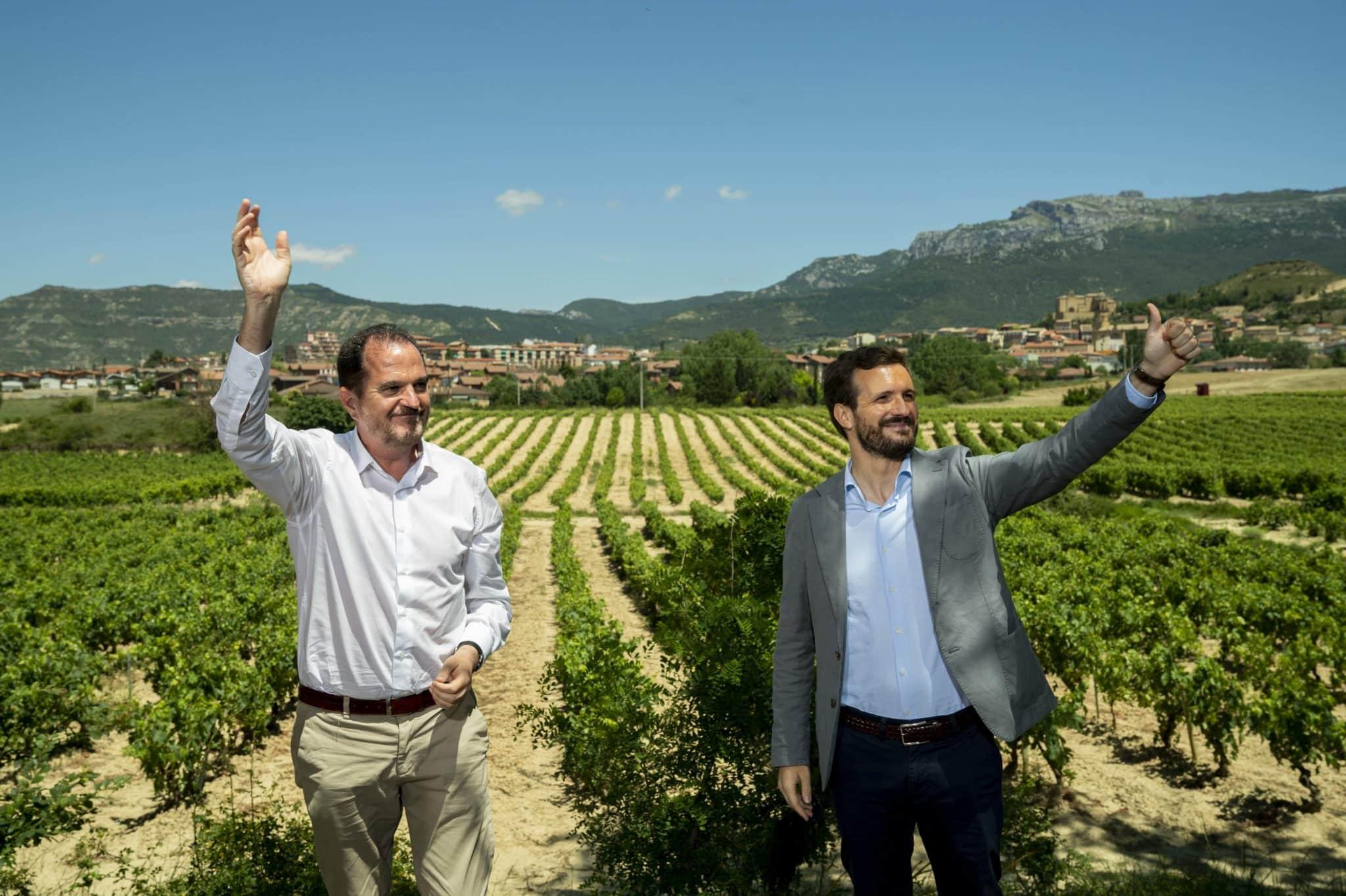 Casado visita Labastida y pide a Sánchez que negocie con EEUU los aranceles del vino 1