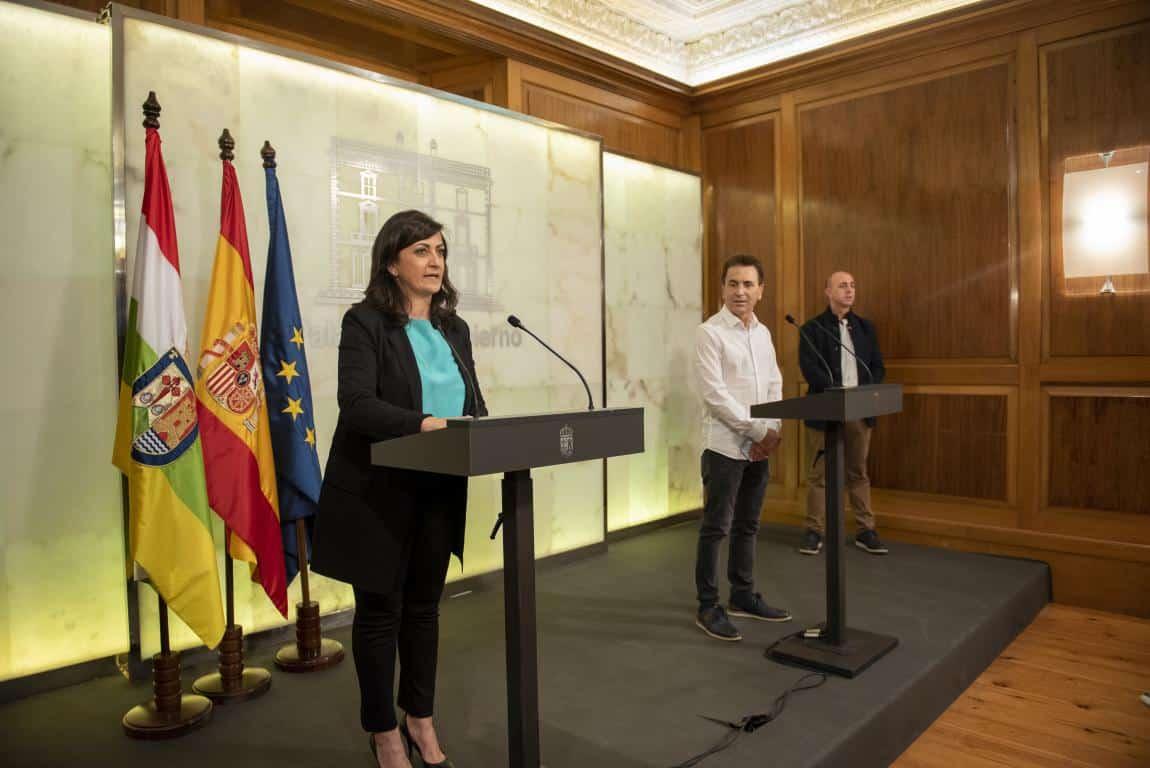 Ezcaray firma el convenio del Gobierno riojano con municipios de más de 2.000 habitantes 2