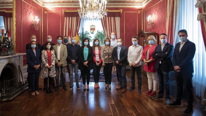 Ezcaray firma el convenio del Gobierno riojano con municipios de más de 2.000 habitantes 1