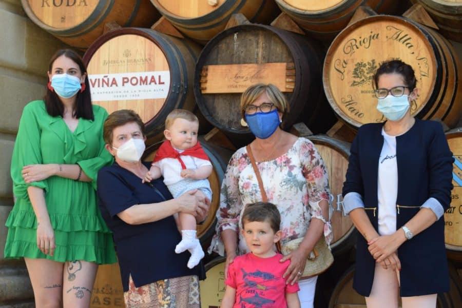 55 niños reciben su pañuelo de las fiestas de Haro en una tradición que sobrevive al COVID 22