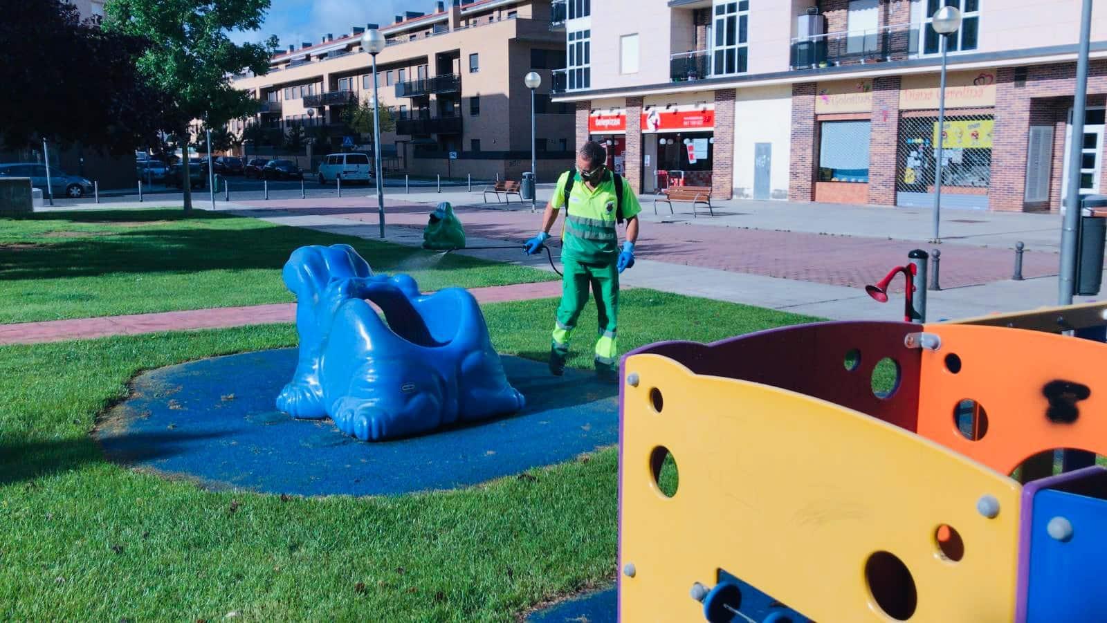 Los niños de Haro ya disfrutan de los parques infantiles de la localidad 2