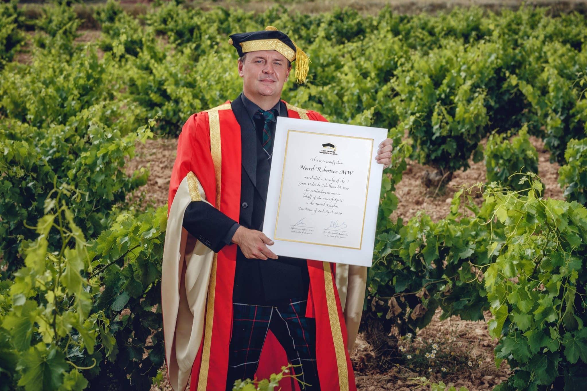 Manuel Muga, nuevo Caballero del Vino 2