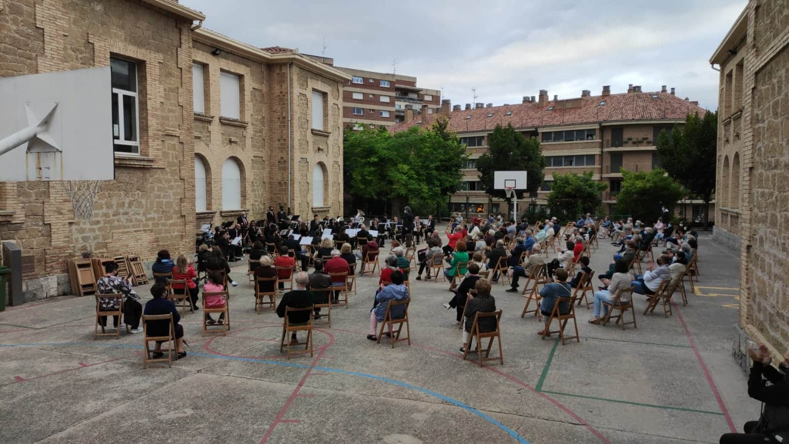 La Banda de Música de Haro vuelve a sonar en el patio del Colegio San Felices 2