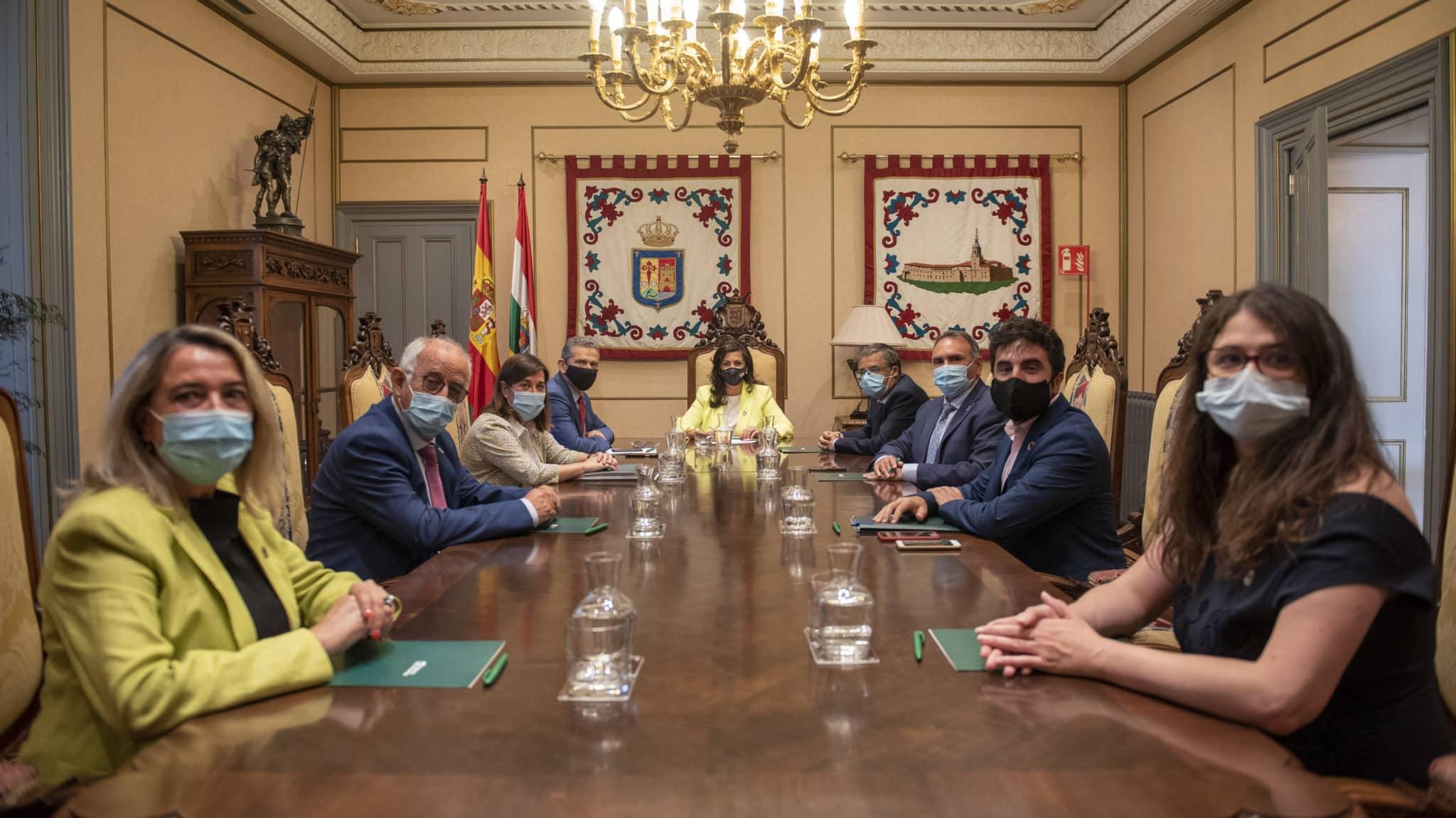 """""""La nueva estructura del Gobierno riojano va encaminada a fortalecer los servicios públicos"""" 3"""