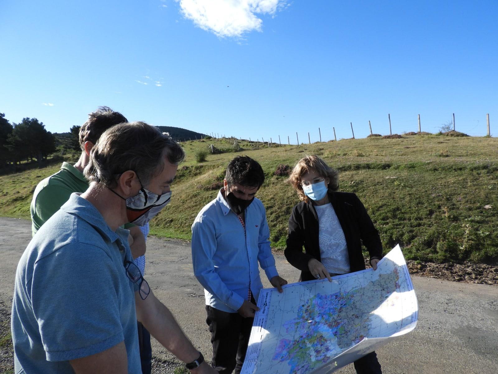 Dorado se estrena con una visita al Valle del Najerilla para reconocer la labor de agentes y bomberos forestales 1
