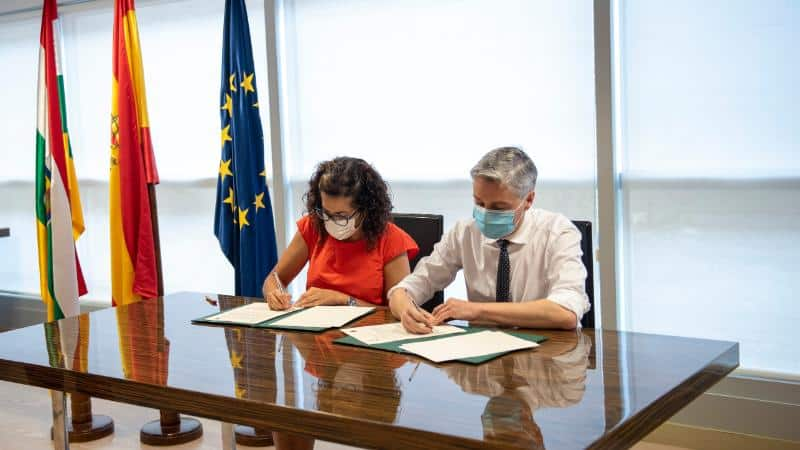 El Gobierno riojano firma el convenio para la financiación de la reforma del depósito de agua de Haro 1