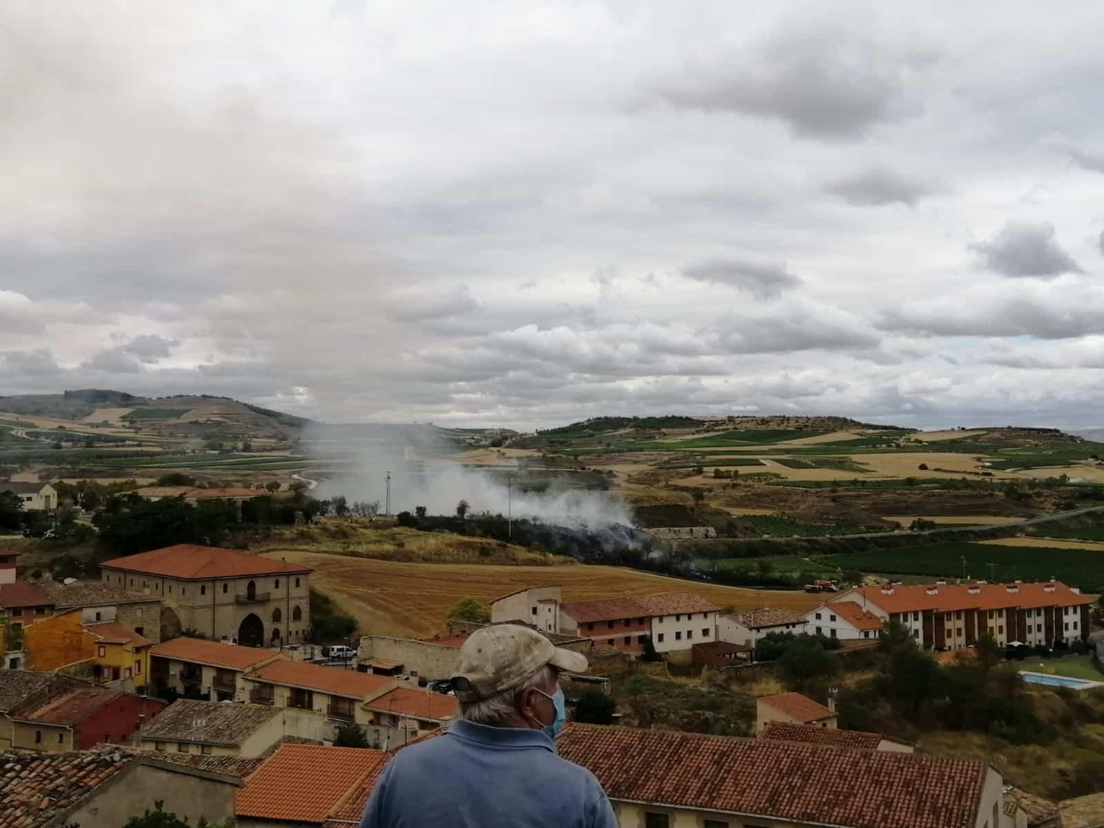 Incendio agrario en Briones