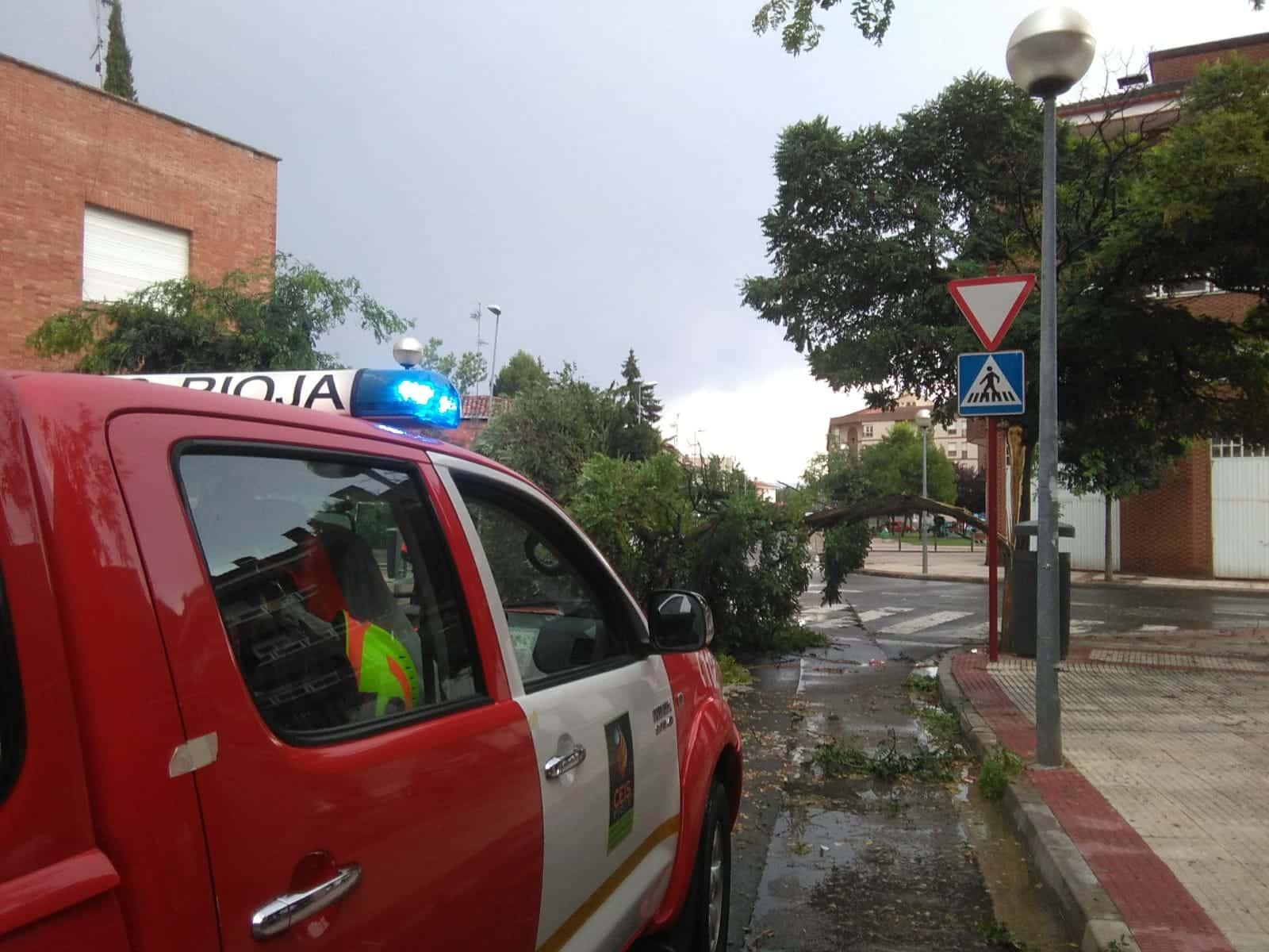 Una aparatosa tormenta deja varios destrozos en Haro 9