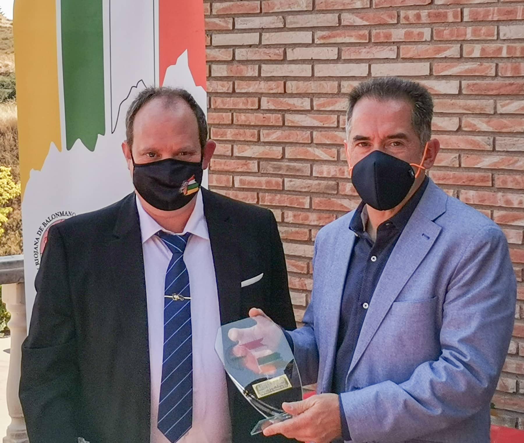 Madorrán participa en Ventosa en el acto oficial de entrega de trofeos del balonmano riojano 2