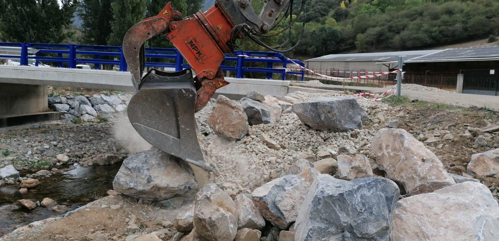 La Rioja mejora los accesos al puente sobre el Urbión en Viniegra de Abajo para facilitar el tránsito a explotaciones ganaderas y forestales 1