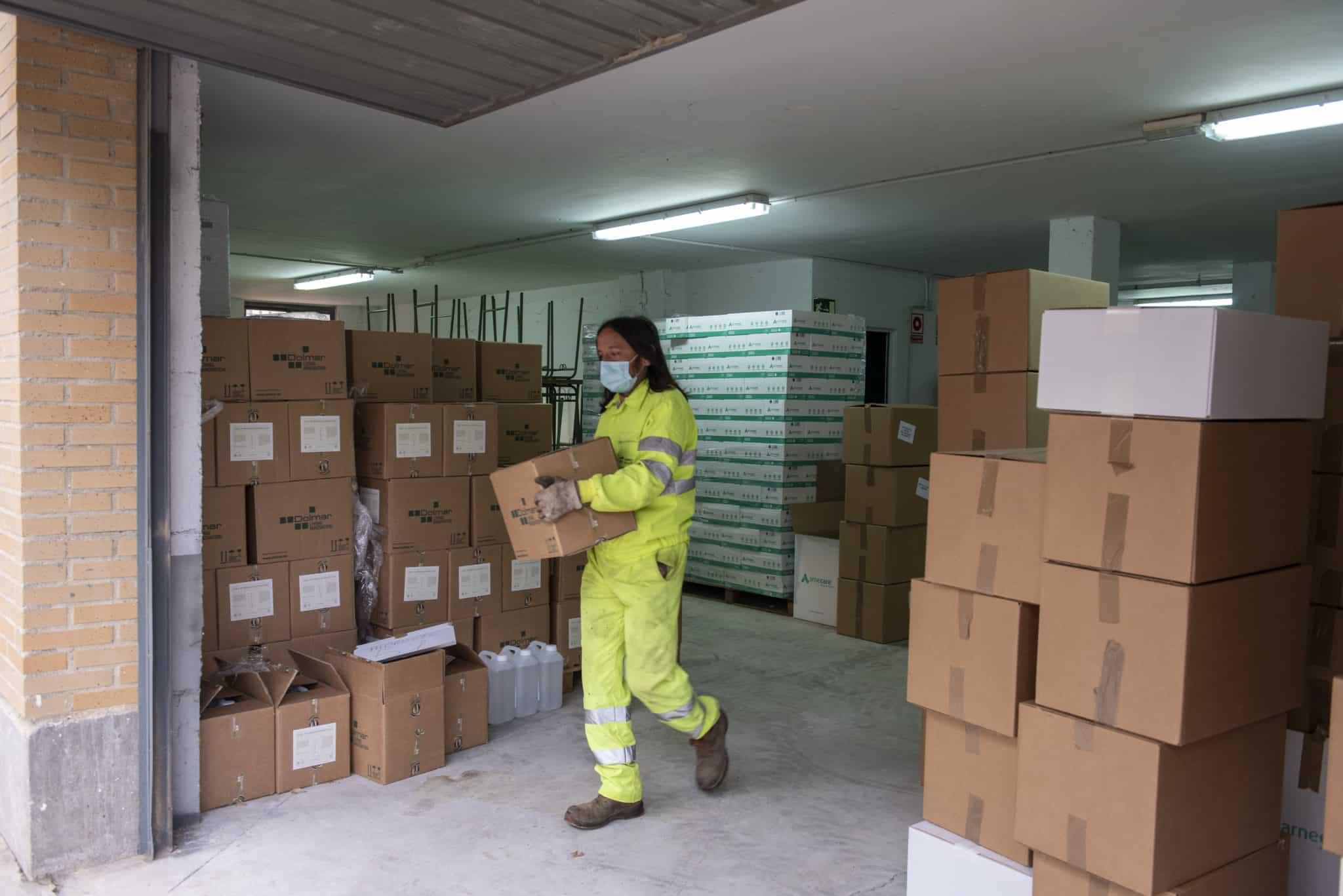 La Rioja reparte entre los centros educativos más de 300.000 unidades de materiales de prevención y 10.000 litros de hidrogel contra la COVID-19 3