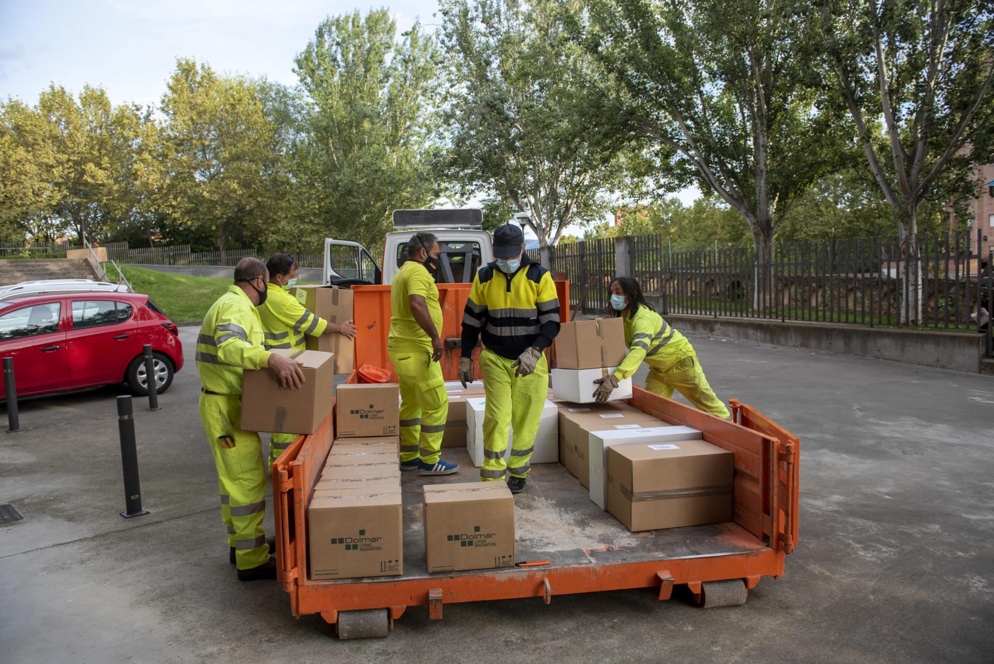 La Rioja reparte entre los centros educativos más de 300.000 unidades de materiales de prevención y 10.000 litros de hidrogel contra la COVID-19 2