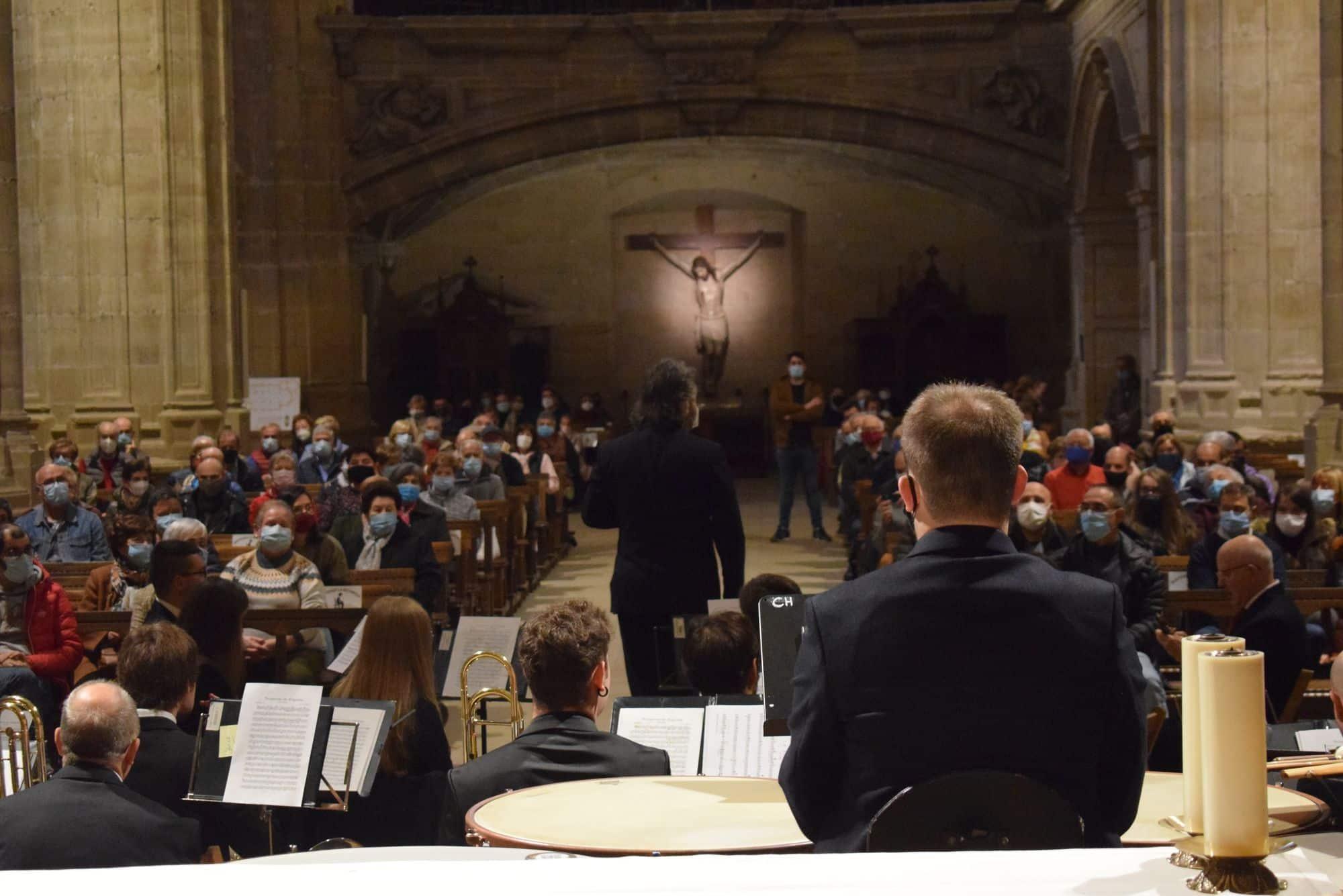 La Banda Municipal de Música de Haro toca en la parroquia por El Pilar 4