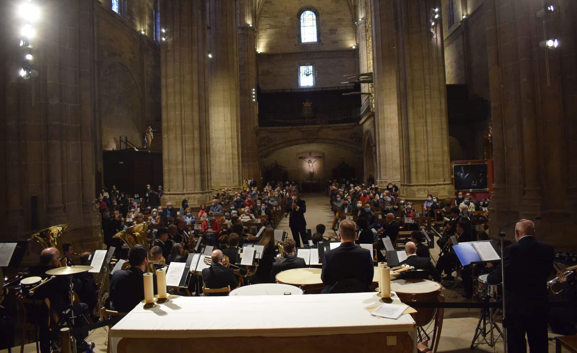 La Banda Municipal de Música de Haro toca en la parroquia por El Pilar 3