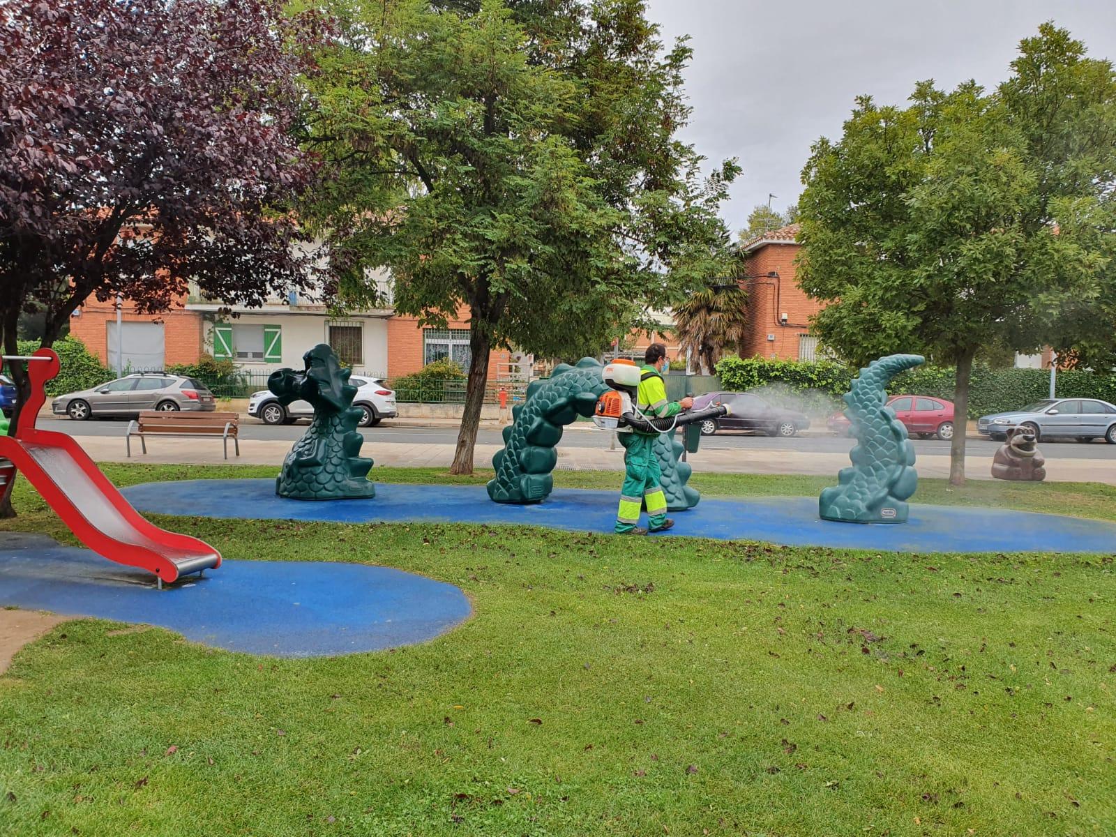 Haro refuerza la limpieza de sus parques infantiles con un nuevo producto desinfectante 1